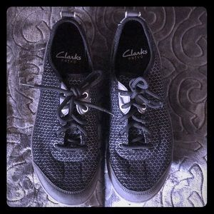 Clark's black mesh tennis shoes